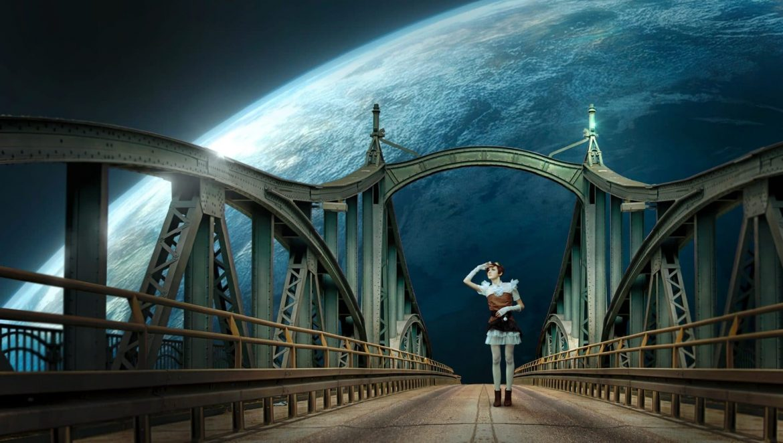 Frau steht nachts auf einer Brücke und sieht in die Sterne