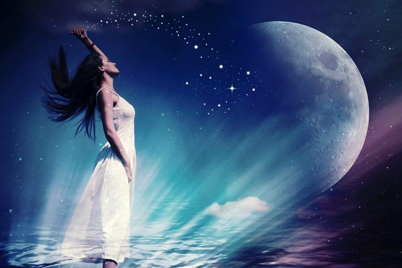 Frau wirft Sternenstaub in den Himmel