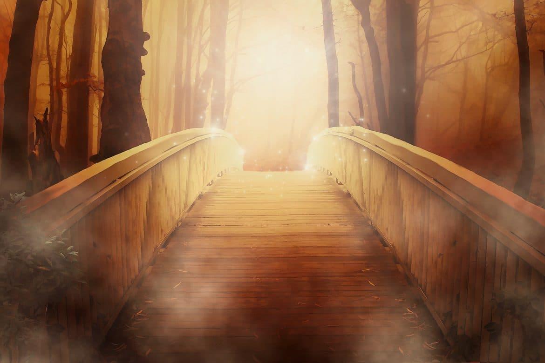mystische Brücke golden schimmernd